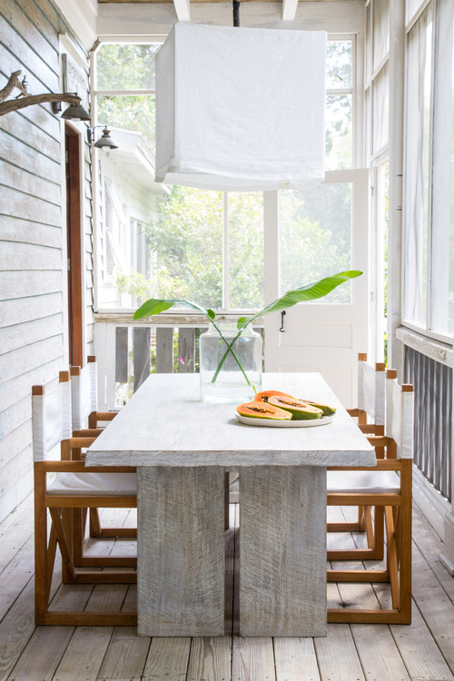 Summer Dining in a Screened In Porch