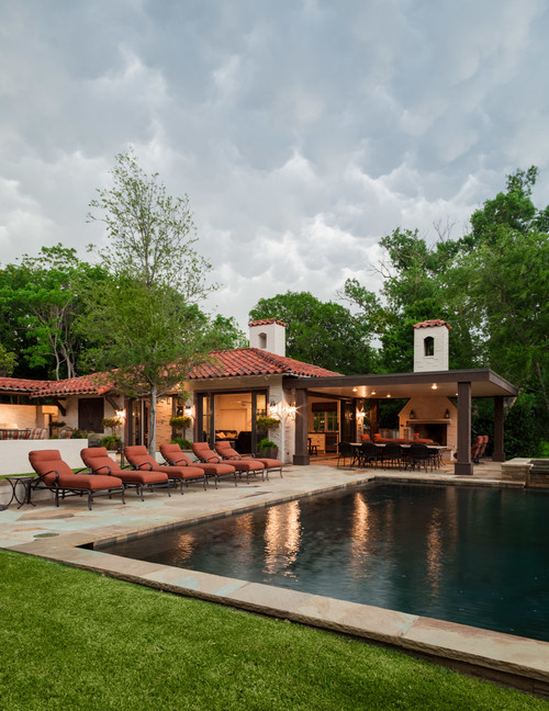 Spanish Style House with Swimming Pool and Patio