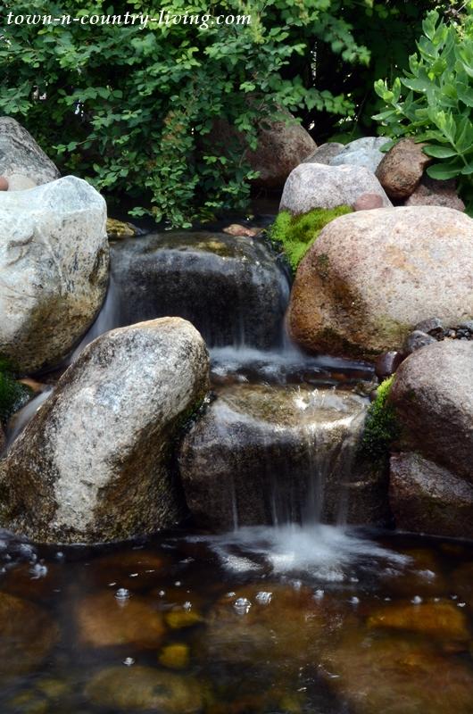 Backyard Waterfalls by Aquascape