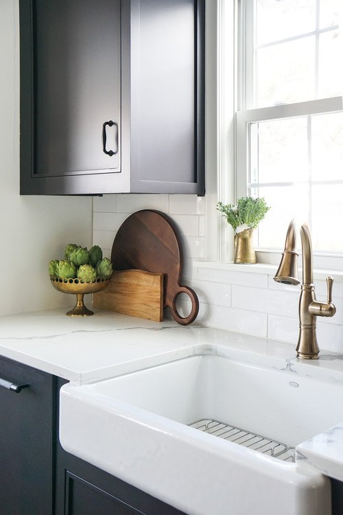 Apron farmhouse kitchen sink with marbled counter tops