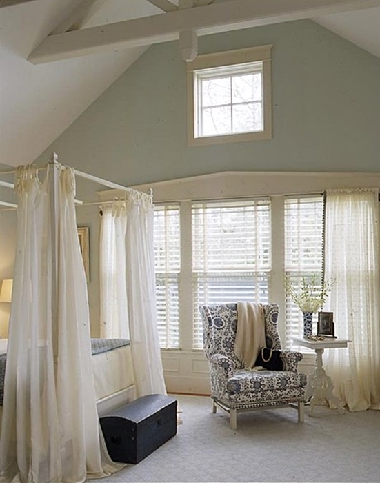 Pale Blue Bedroom with 4-Poster Canopy Bed