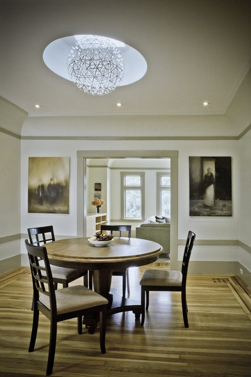 Traditional Country Style Dining Room in Neutral Tones