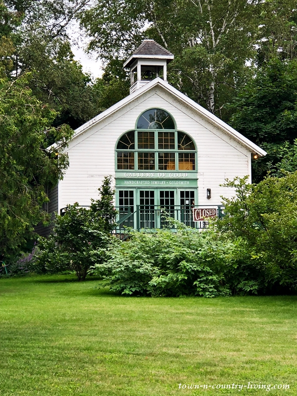 Artist Gallery in Historic White House in Wisconsin
