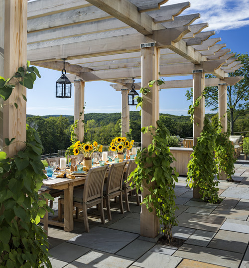 Outdoor Dining with Pergola