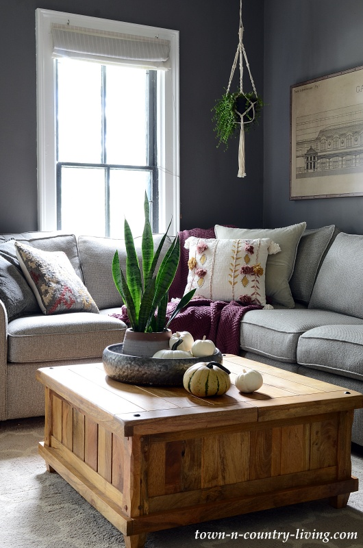 Simple Fall Decor Ideas in the Family Room