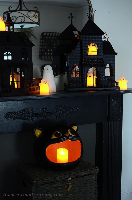 Haunted House Halloween Vignette