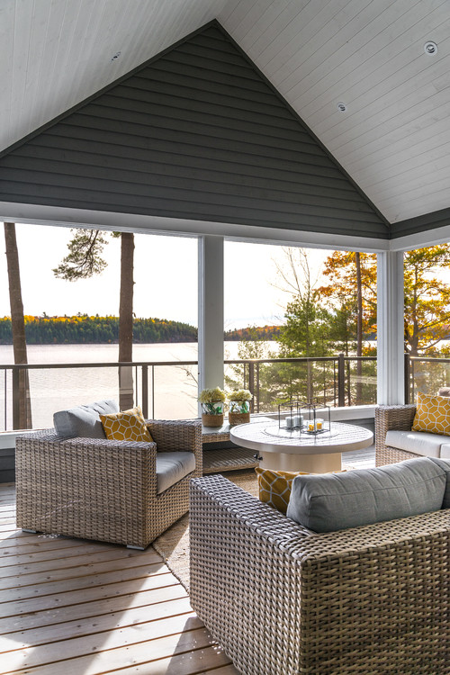 Screened In Porch with Amazing Lake View