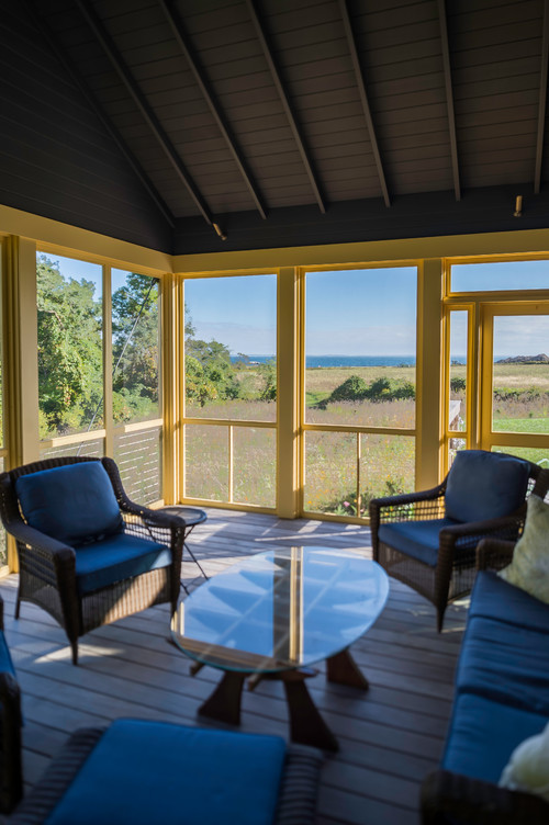 Cozy Prairie Cabin Screened Porch