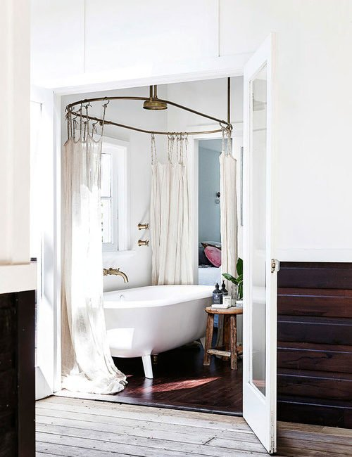 Old Fashioned Bathrooms - Claw Foot Tub