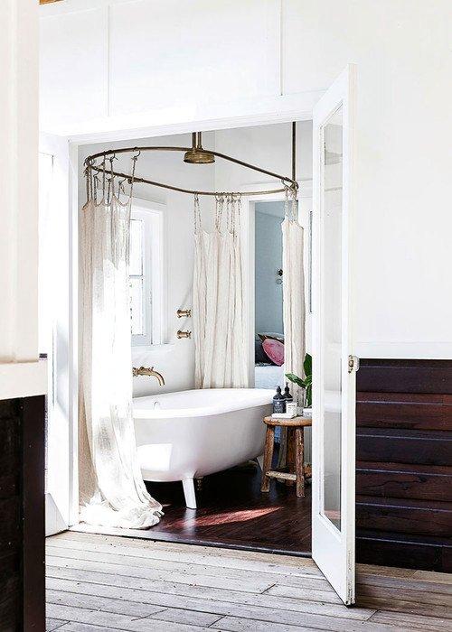 Old Fashioned Bathrooms - Claw Foot Tub