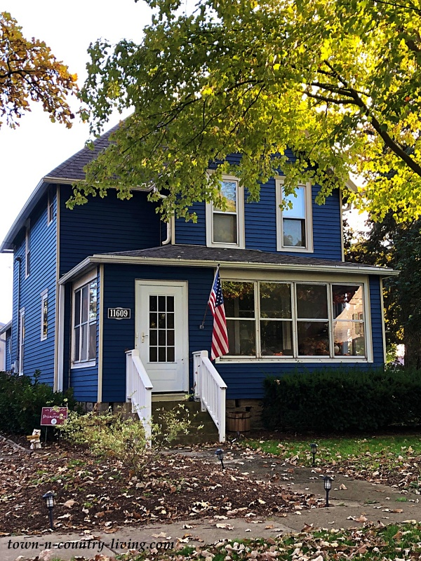 Blue Home Exterior in Charming Huntley, Illinois