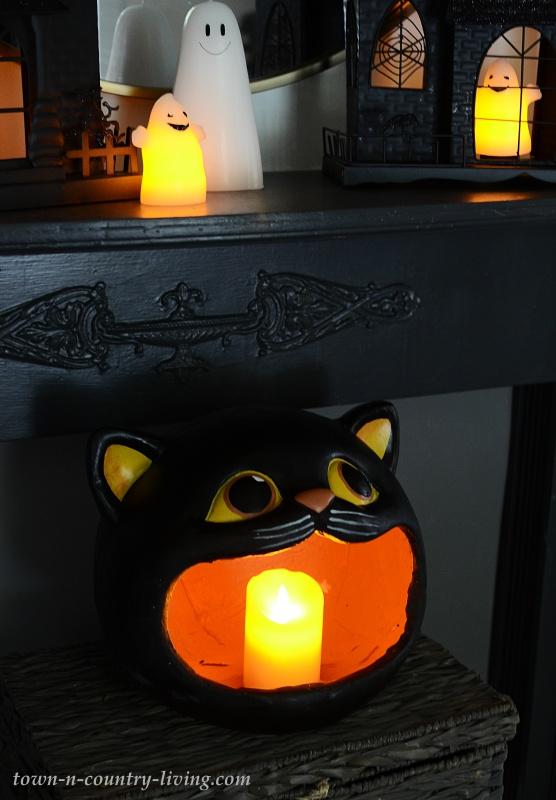 Haunted Halloween Mantel