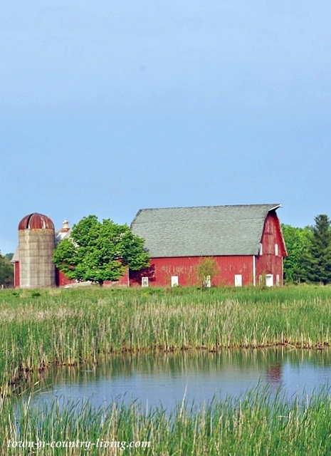 Red Barn at Leroy Oakes Forest Preserve