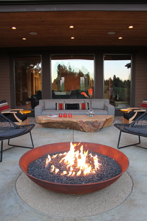 Outdoor Patio with Fire