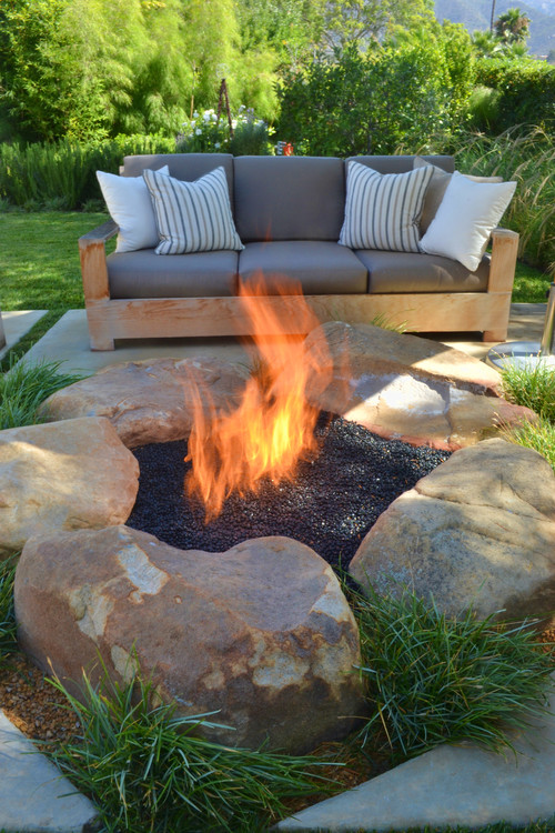 Boulder and Gravel Fire Pit