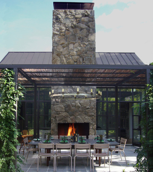 Contemporary Outdoor Dining Space
