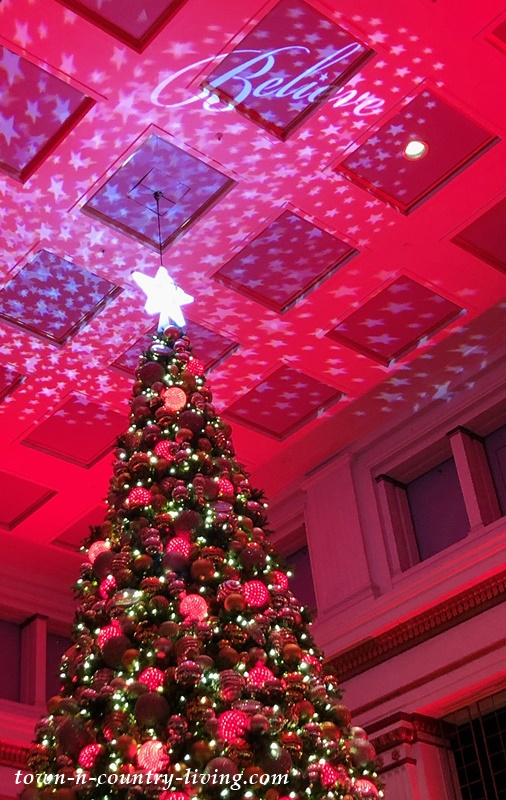 Christmas Tree in Macy's Walnut Room - Chicago on State