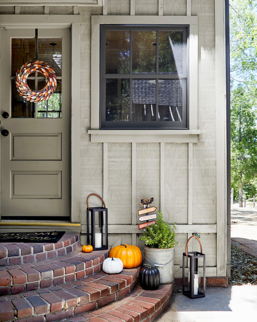 Farmhouse Entryway Decorated for Fall
