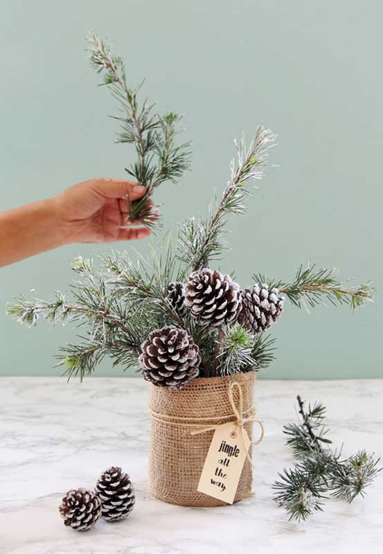 DIY Holiday Centerpiece by A Piece of Rainbow