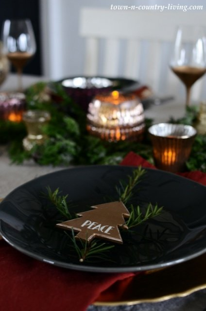 Low Profile Christmas Table Setting