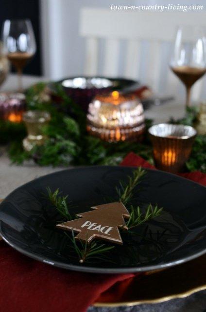 Low Profile Christmas Table Setting