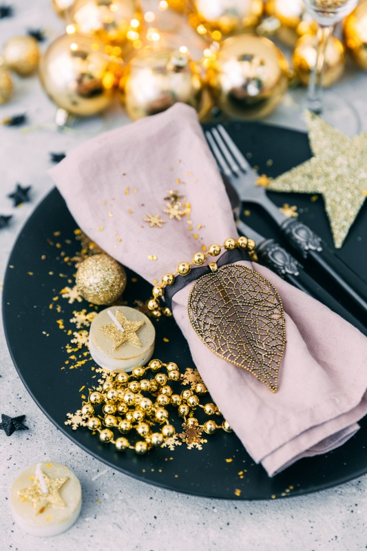 Blue and Gold Christmas Table Setting