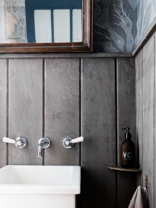 Vintage Bathroom in Industrial Loft