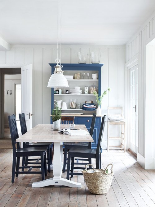 Scandinavian Style Dining Room in Classic Blue and White
