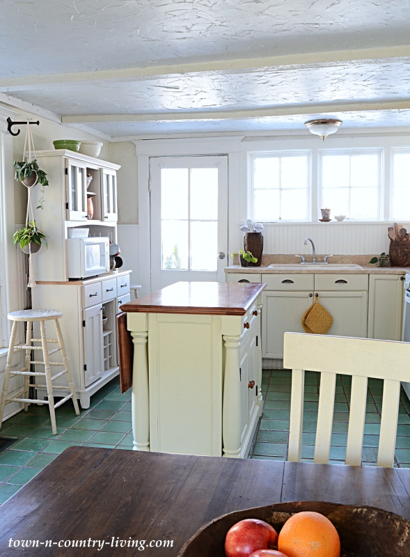 Country Farmhouse Kitchen with Breakfast Nook