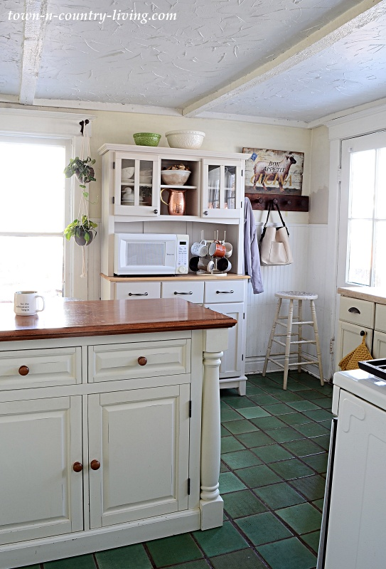 Country Style Kitchen with Free Standing Hutch