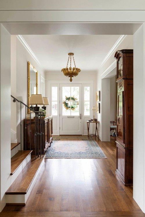 Spacious entryway in a neutral color scheme