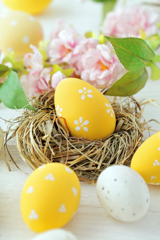 9 Easy Ideas For Decorating Easter Eggs Town Country Living