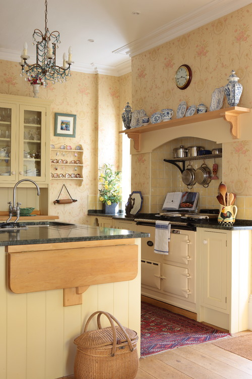 Country Kitchen in Creamy Yellow