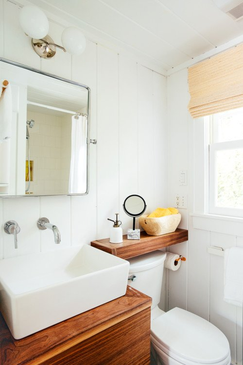 Small Bathroom in Tiny House