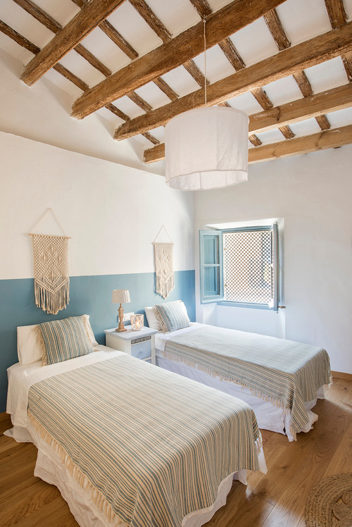 Mediterranean Style Bedroom in Blue and White with Twin Beds