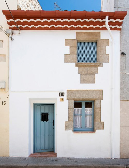 Cozy Barcelona Cottage in White and Blue