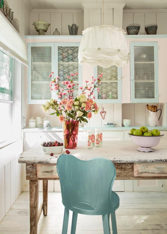 Blue and White Florida Cottage Kitchen