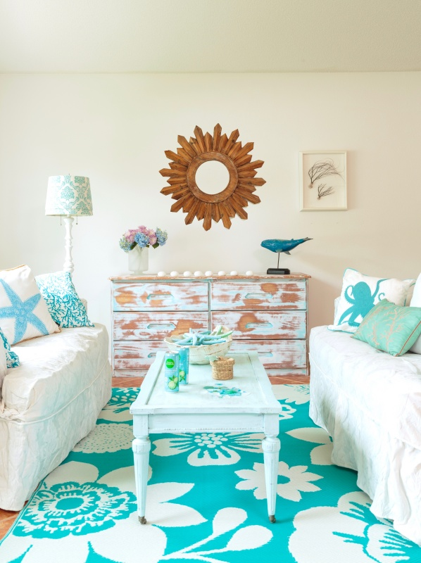 Surf Style Living Room in Turquoise and White