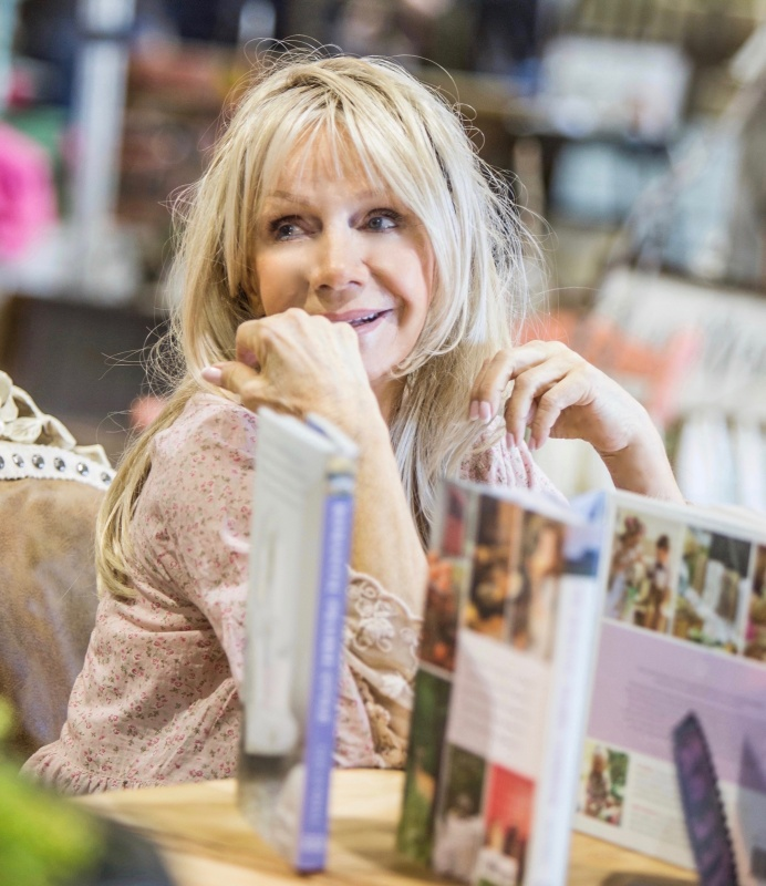 Fifi O'Neill - International Author and Stylist