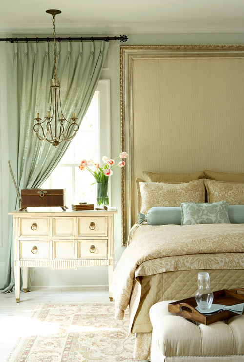 Summer Style Bedroom in Cream and Blue