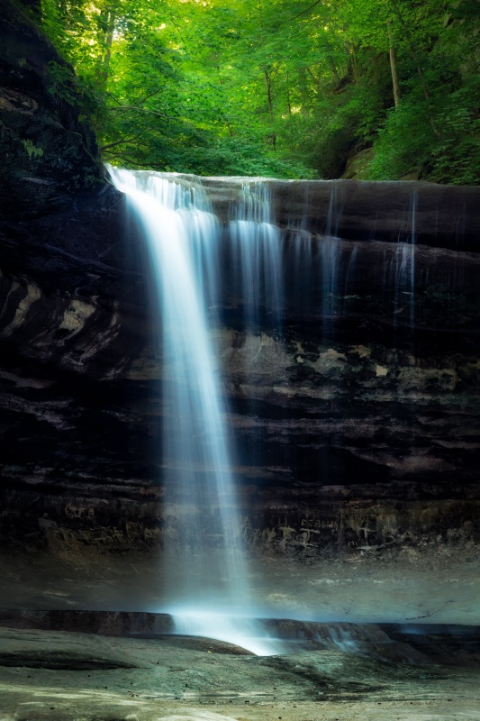 LaSalle Canyon Waterfall in Starved Rock Park of  Illinois