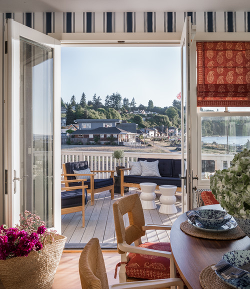 Dining Nook with Outdoor Deck