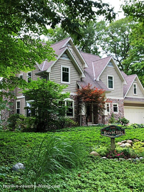 Fennville, Michigan Vacation homes - Gray Two Story Home on Wooded Lot