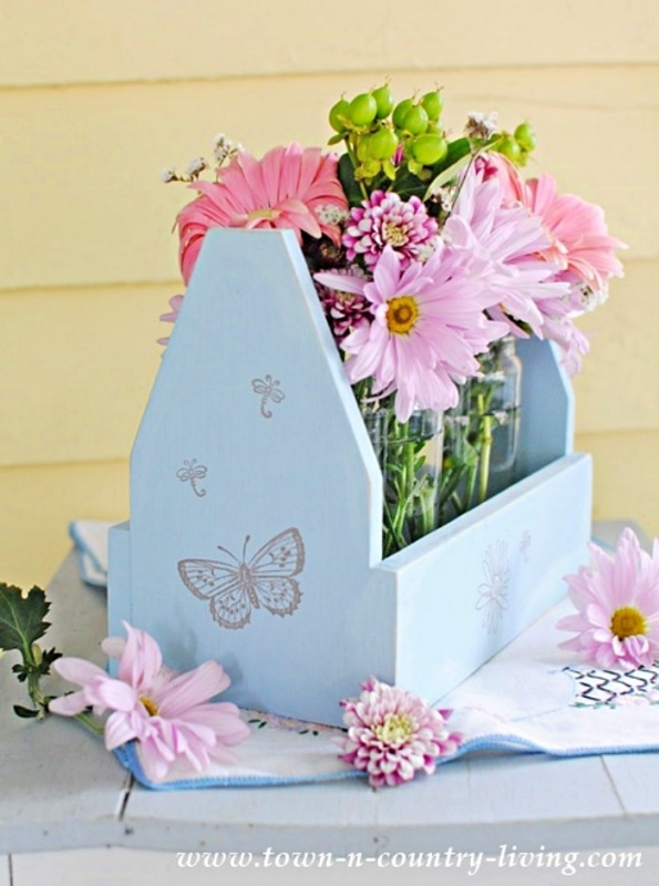 Wooden Tote Makeover for Flower Display