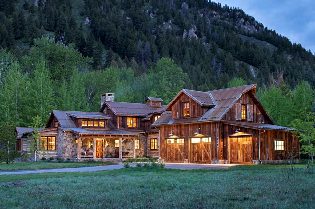 Large Rustic Mountain Cabin in Idaho