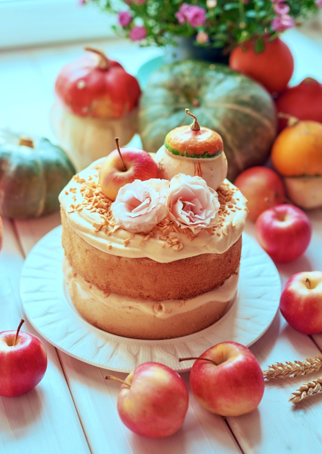 Naked Cake with Apples