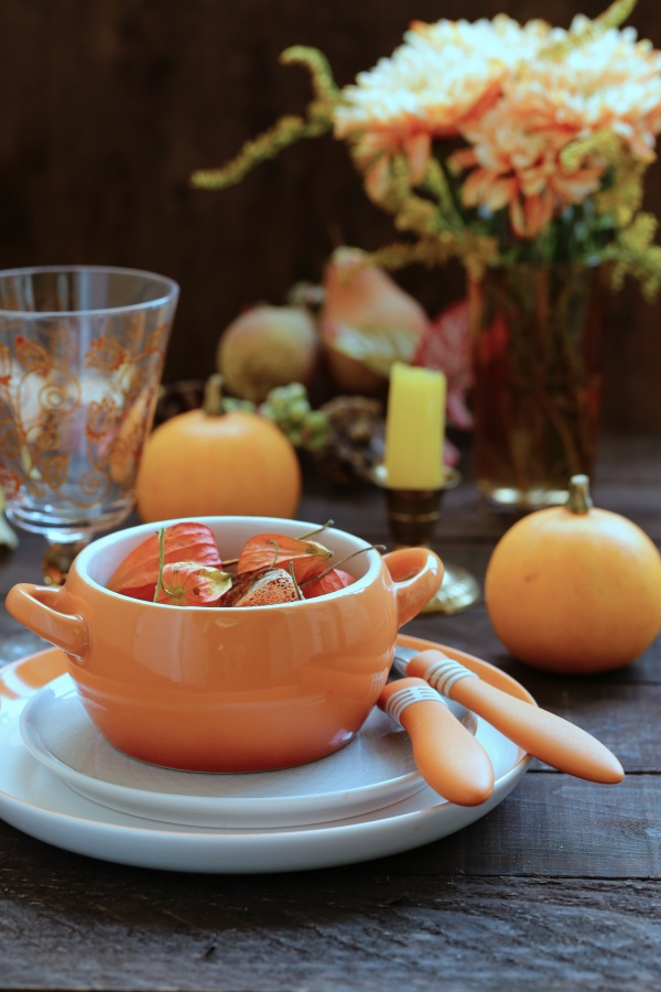 autumn table setting with pumpkin and flowers
