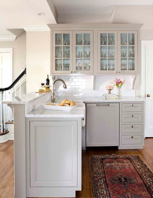 U-Shape Traditional Style Kitchen with Light Gray Shaker Cabinets
