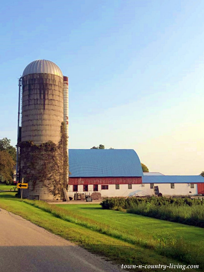 Red Barn and Farm in Cambridge, Wisconsin