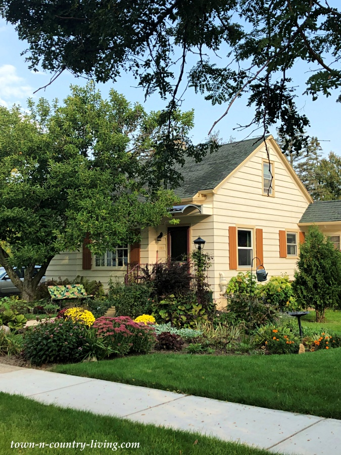 Cozy Cottage with Front Garden for Curb Appeal